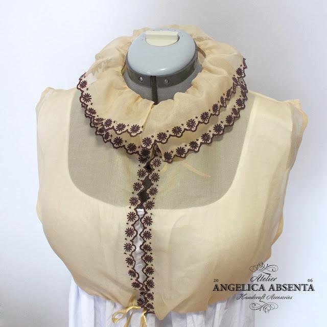 Embroidered chemisette / Camisolín bordado