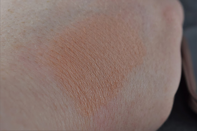 Kiko Shade Fusion Trio Blush in Sand Swatch