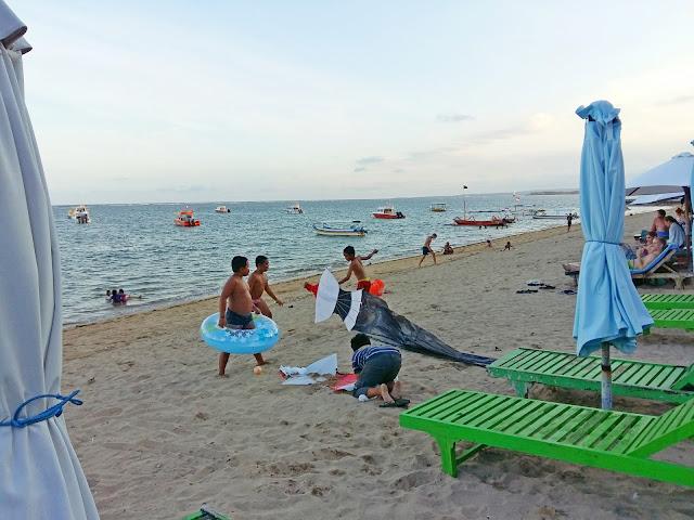 городской пляж в сануре. бали