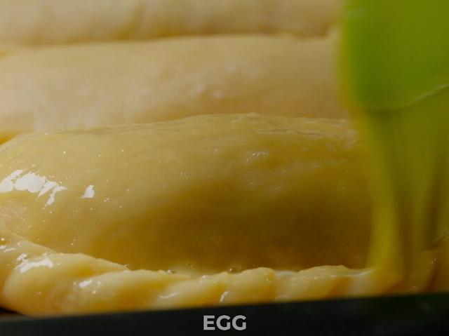 glaze empanada with egg