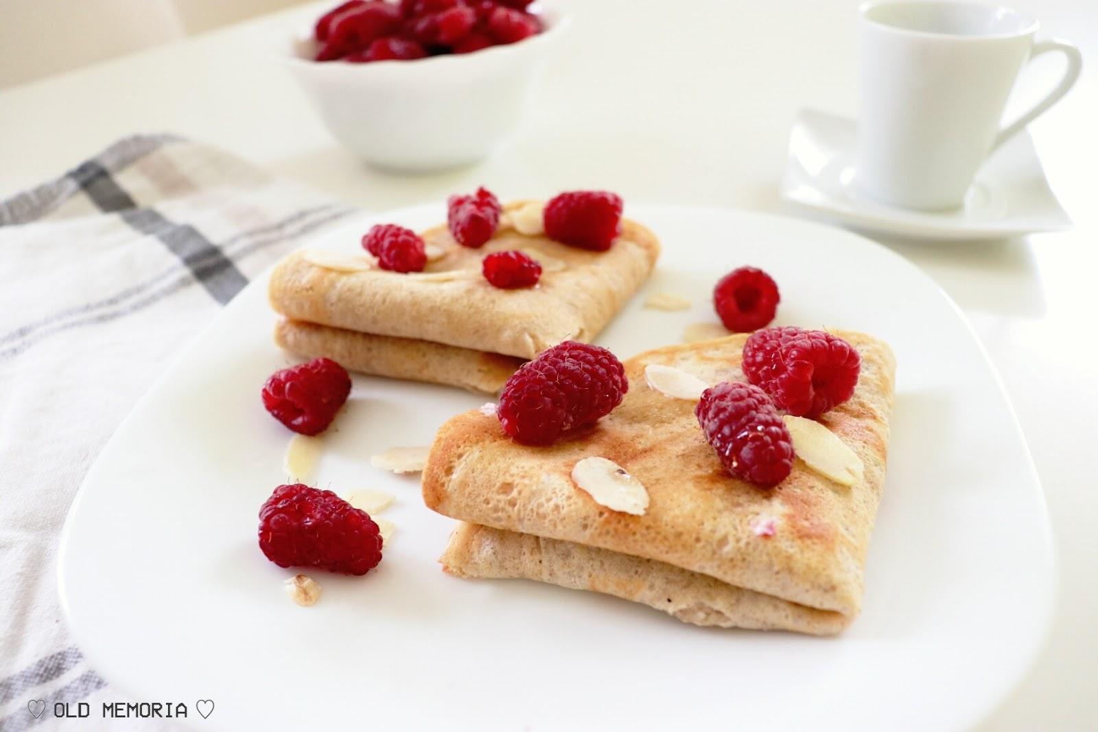 Owsiane naleśniki z jogurtem i malinami | Oat pancakes with yogurt and raspberries