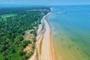 Wisata Pantai Slopeng Dengan Hamparan Gunung Pasir Menabah Daya Tari Wisatawan