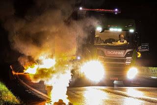 Caminhoneiros bloqueiam estradas pelo 2º dia consecutivo no país