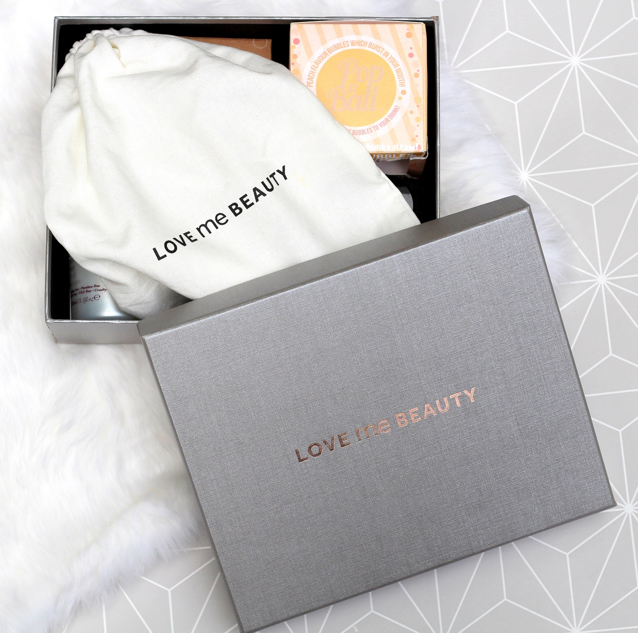 peexo fashion blogger reviews love me beauty box