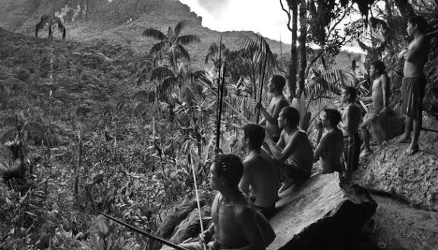 Fakta Menarik Ritual Suku Yanomami Mengonsumsi Abu Kremasi Anggota Sukunya