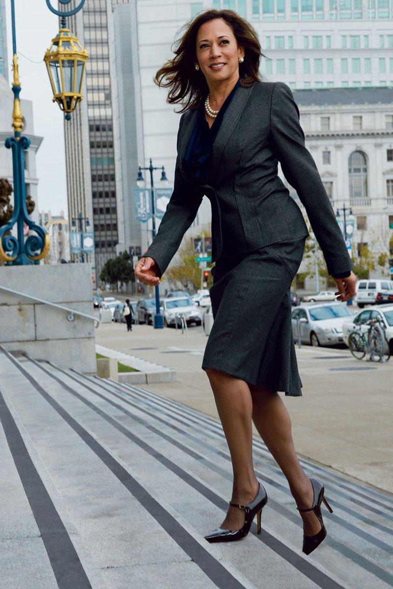 Moda para mulheres com 50 anos ou mais com Kamala Harris