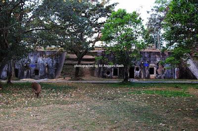 Terdapat Rusa di Benteng Pendem Cilacap.