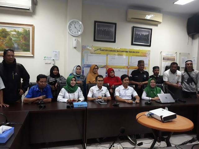 Demi Pelayanan Prima Kepuasan Pesertanya, Kepala dan Pegawai BPJS Kesehatan Cab Watampone Rela Tak Libur