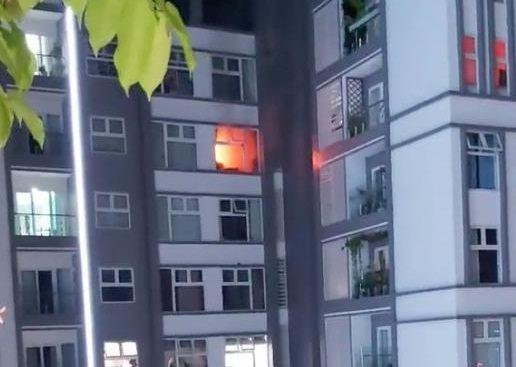 Cháy chung cư Xi Grand Court, hàng trăm người tháo chạy trong đêm