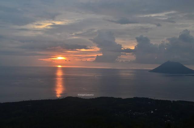 Menghantar senja pada malam dari tahura Gunung Tumpa H.V Worang ©JelajahSuwanto