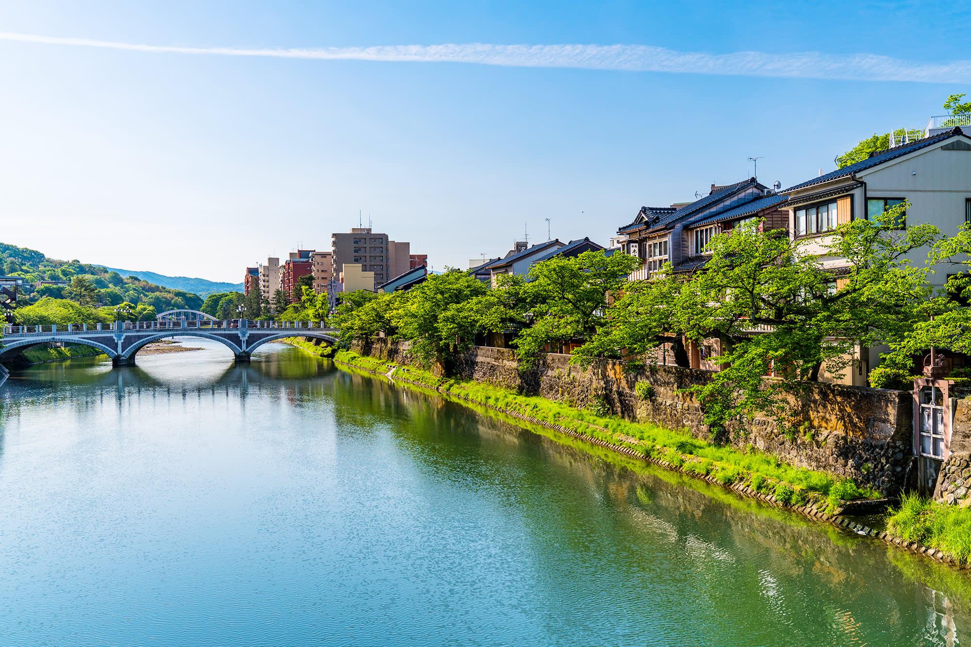 Potret Indah Pantulan Sungai di Kazuemachi