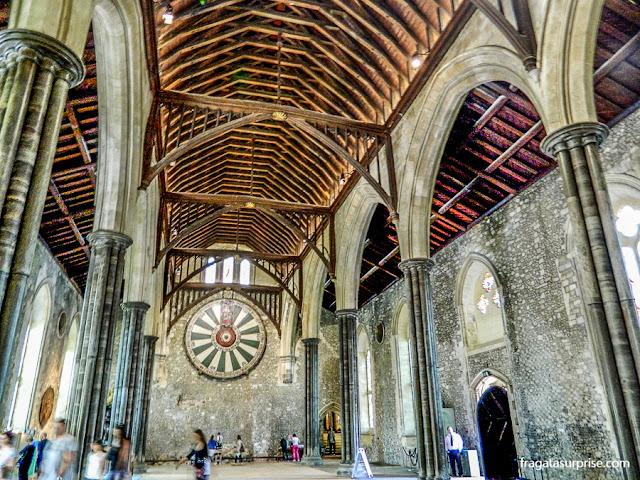 A Távola Redonda do Século 13 exposta no Great Hall, antigo salão cerimonial do Castelo de Winchester