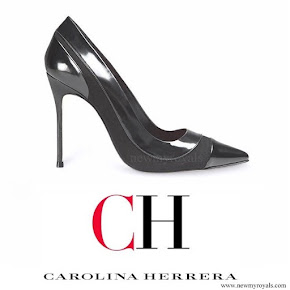 Queen Letizia wore Carolina Herrera patent and suede pumps