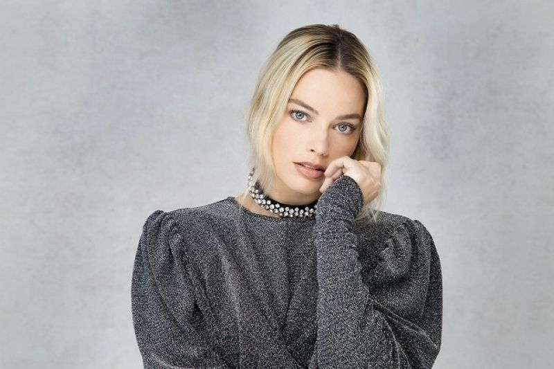 Margot Robbie Clicked on the Set of a Photoshoot - 2020