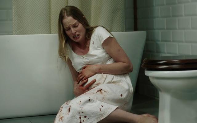 Inside Miguel Angel Vivas femme enceinte mains ventre