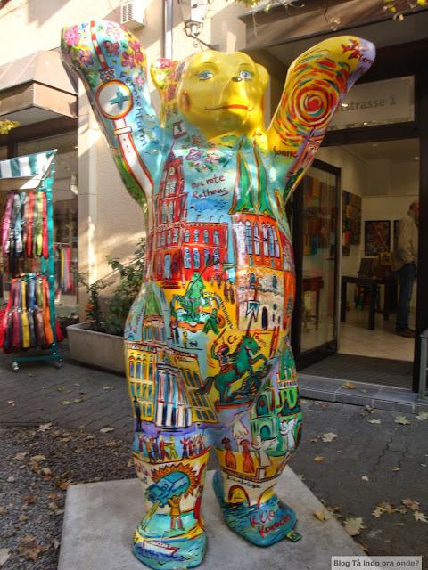 O que ver e fazer de graça em Berlim? Mais de cem atrações e atividades grátis - Buddy Bear no Nikolaiviertel, Berlim