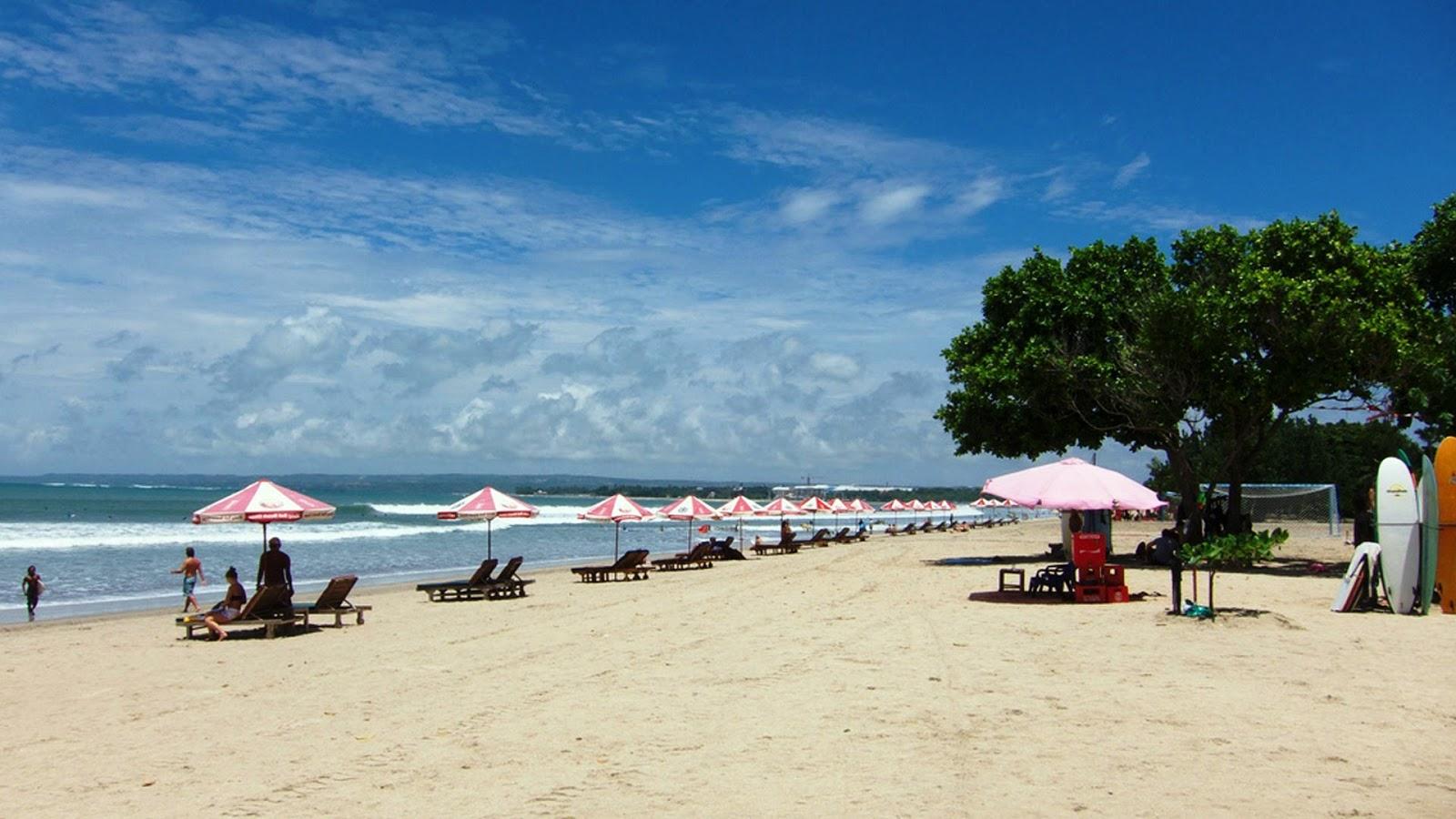 Wisata Pantai Putih Dreamland