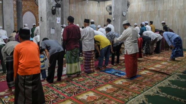 Masjid Masih Gelar Tarawih Berjamaah, Mahfud MD