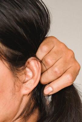 arti warna kotoran pada telinga manusia