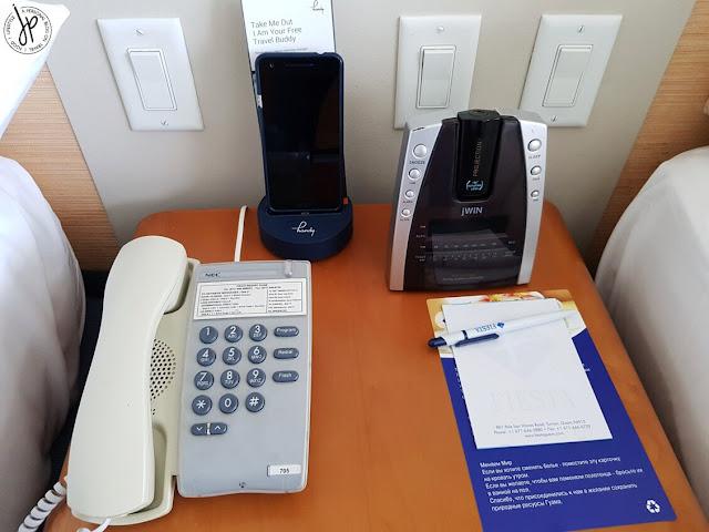telephone, handy smartphone, alarm clock