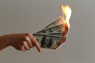قد يعيق الوباء هيمنة الدولار الأمريكي ؛ هل سيكون Bitcoin الفائز الكبير؟