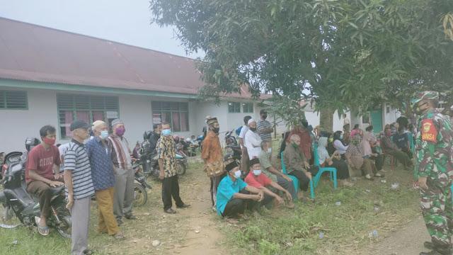 Babinsa Wirotho Agung, Sampaikan Komsos Pentingnya Prokes