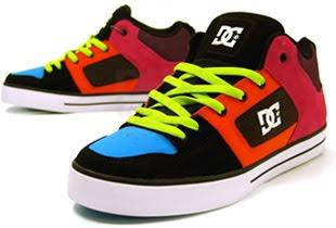 1886006958 Já no início do novo milênio, os calçados da DC SHOES eram vendidos em  lojas especializadas e multimarcas em muitos países do mundo.