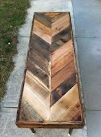 mesa larga con pallets de madera