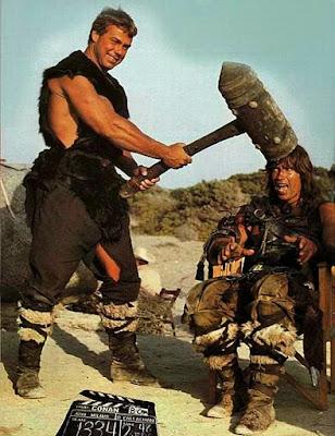 Lustige Steinzeit Bilder Steinzeitmenschen mit Hammer