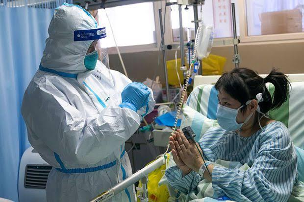 Tenaga medis dan pasien corona di Cina