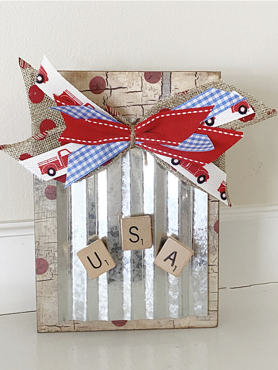 Fourth of july sign with bow and magnetic USA magnets