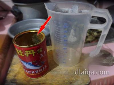masukkan air ke dalam kaleng
