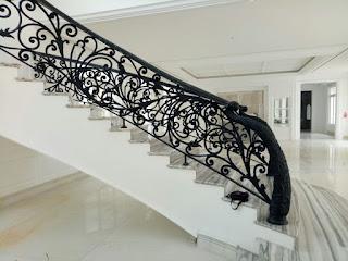 • tangga layang • tangga layang besi • railing tangga klasik modern • railing tangga klasik • railing klasik • harga railing tangga besi tempa • pagar tangga rumah mewah • railing tangga mewah • tangga klasik mewah