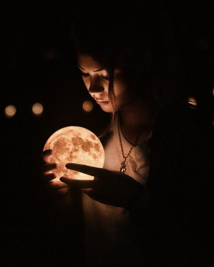 04-Holding-the-moon-Okan-Ozel-www-designstack-co