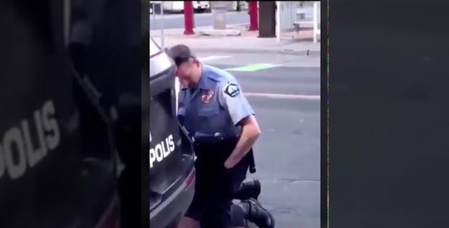 بالفيديو / مشهد يهزّ العالم : شرطي يخنق مواطنا حتى الموت