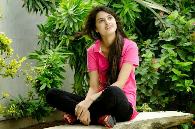 Latest UNSEEN HD wallpapers of Sajal Ali