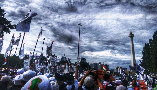 Bendera Tauhid Monas Akhirnya Mujahid 212 Turun Gunung Demi Selamatkan Negeri