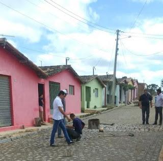 Prefeito de Picuí fiscaliza obra de pavimentação em Serra dos Brandões