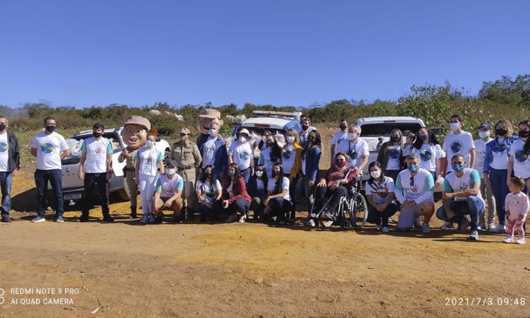 200 cestas básicas foram entregues pela PM e Sicoob em Vitória da Conquista