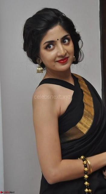 Poonam Kaur Saree New Pics 004.jpg