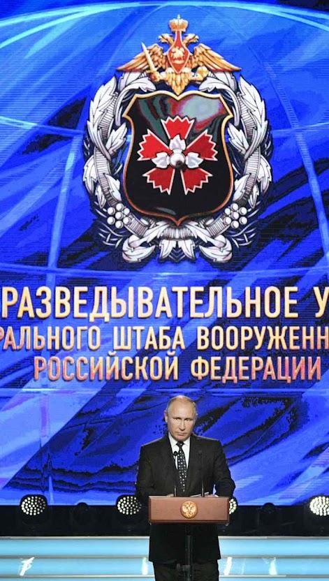 Putin fala no centenário do serviço de inteligência militar no Teatro do Exército Russo, em Moscou.