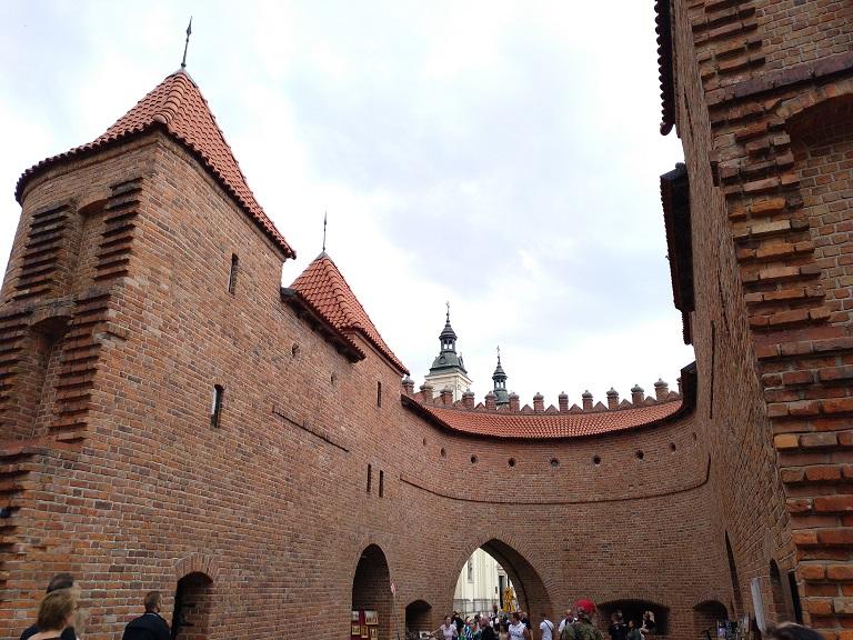 que-visitar-varsovia-barbakan-muralla