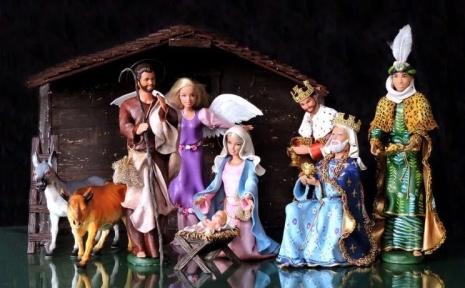 bonecas barbie modificadas, bonecas personalizadas, bonecas barbie religiosas, barbie baphomet, presépio, presépio com bonecos,