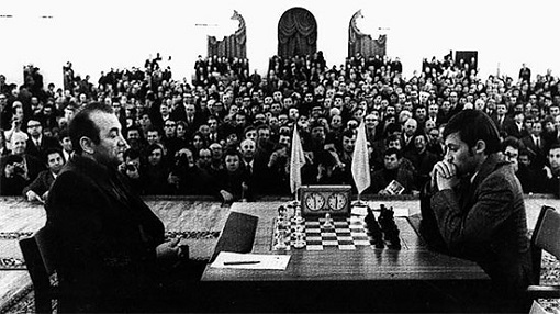 Kortchnoi contre Karpov lors de la finale des candidats au championnat du monde d'échecs en 1974