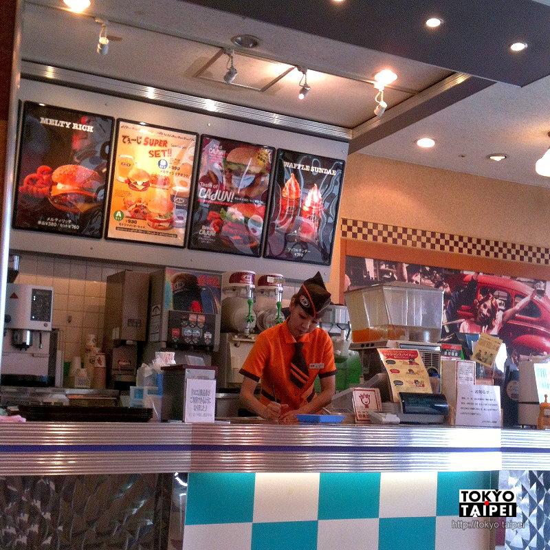 【A&W】牛肉和起司完美搭配 在日本只有沖繩吃得到的美式漢堡