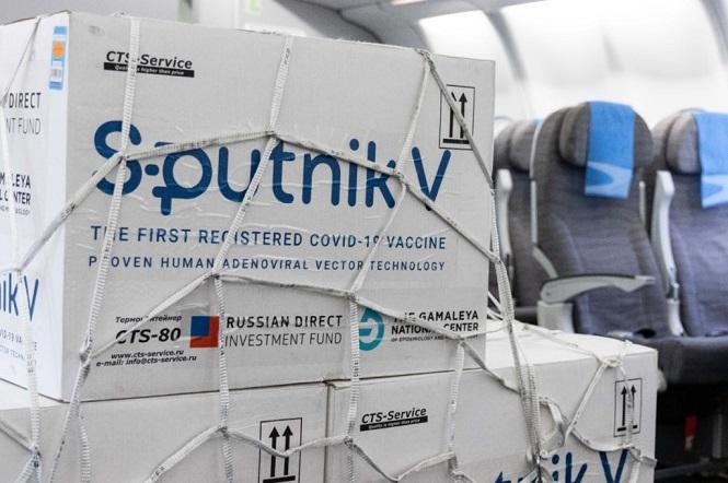 Parte a Moscú el vuelo de Aerolíneas que traerá vacunas y el principio activo para la fabricación