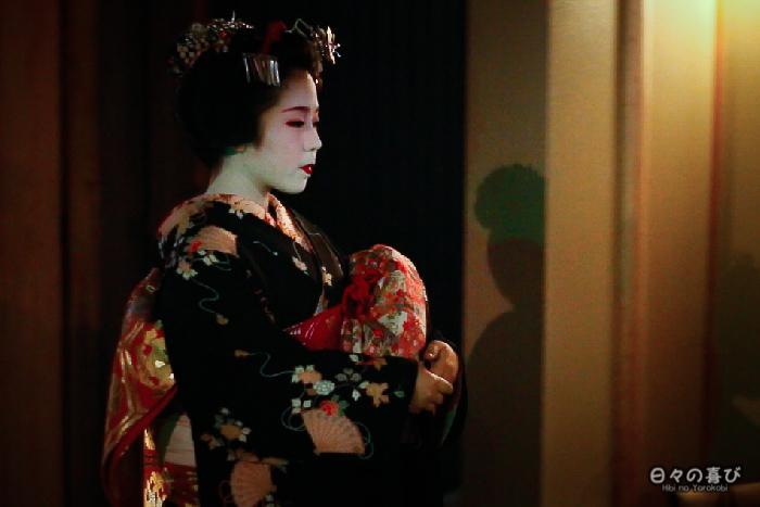 maiko de profil, gion, Kyoto