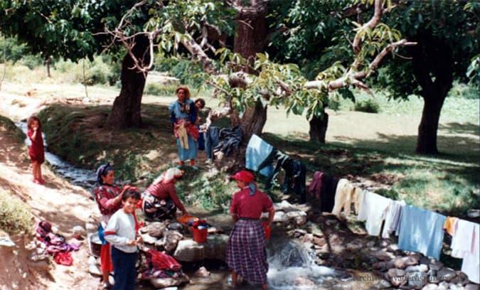 mujeres-rurales-lavando