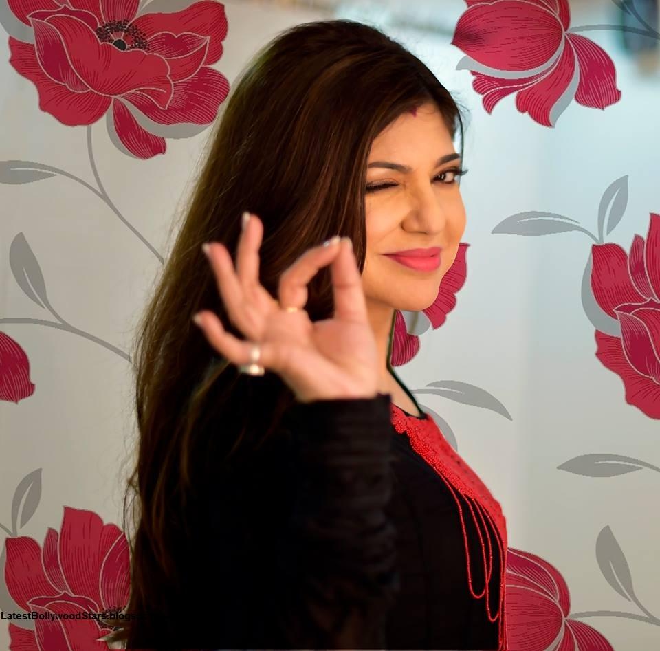 Singer Alka Yagnik HD Wallpapers