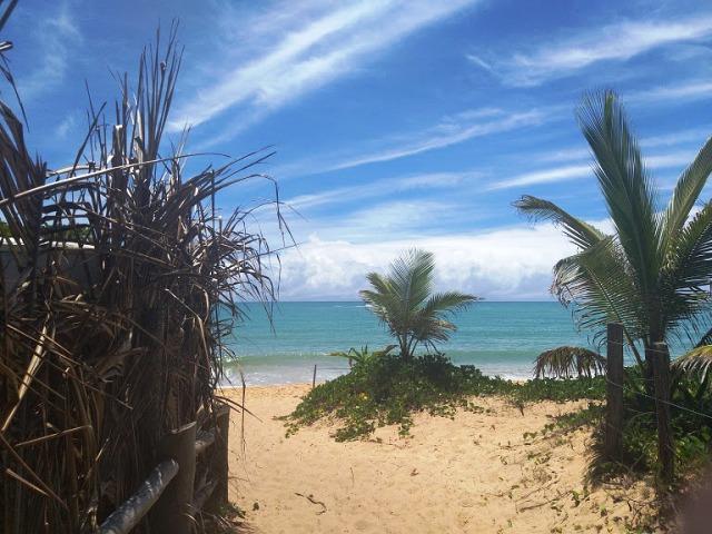 Beco que sai do restaurante Culinária Central Caraíva, direto na praia
